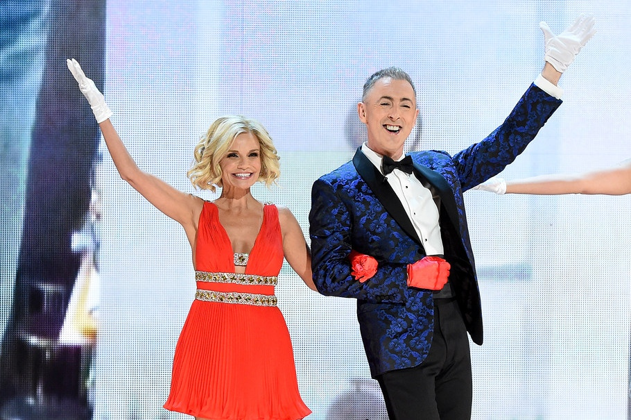 Hosts Alan Cumming and Kristin Chenoweth at the 2015 Tony Awards.