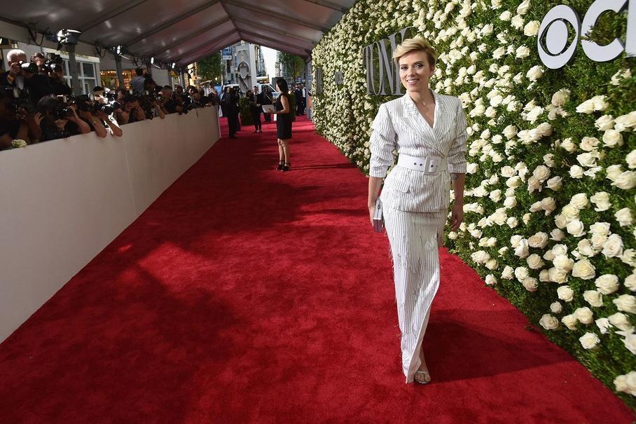 Scarlett Johansson arrives on the Nordstrom Red Carpet at the 2017 Tony Awards.